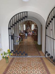 Kostel otevírá svou bránu proradost zezpěvu